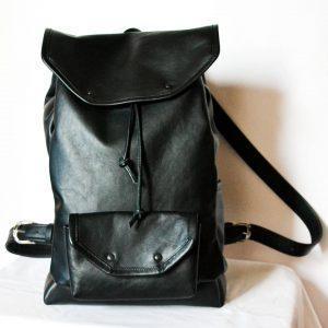 fekete rolltop hátizsák