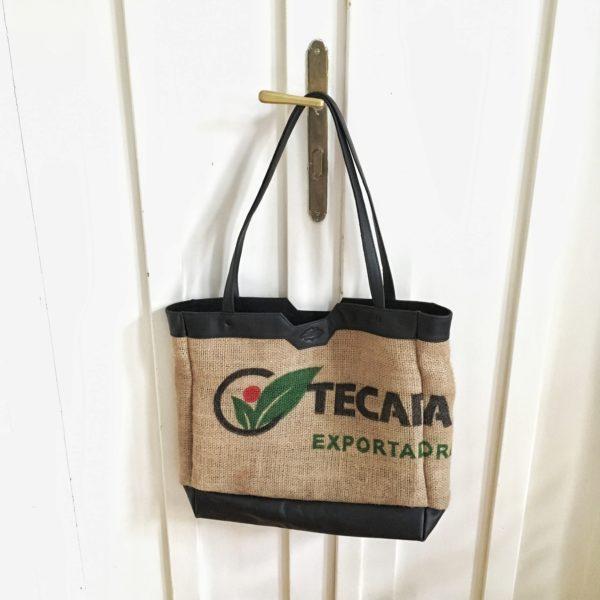 újrahasznosított jutavászonból készült shopper